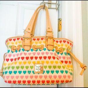 💐 Pretty Dooney & Bourke heart handbag 💐